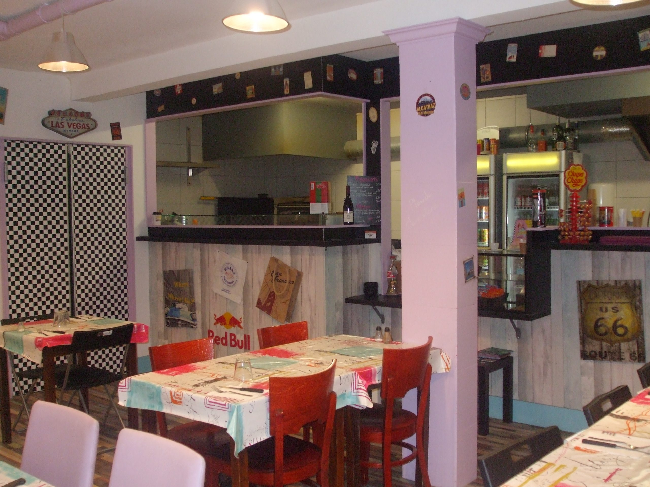 Restaurant sur place principale à 2min d'Avignon