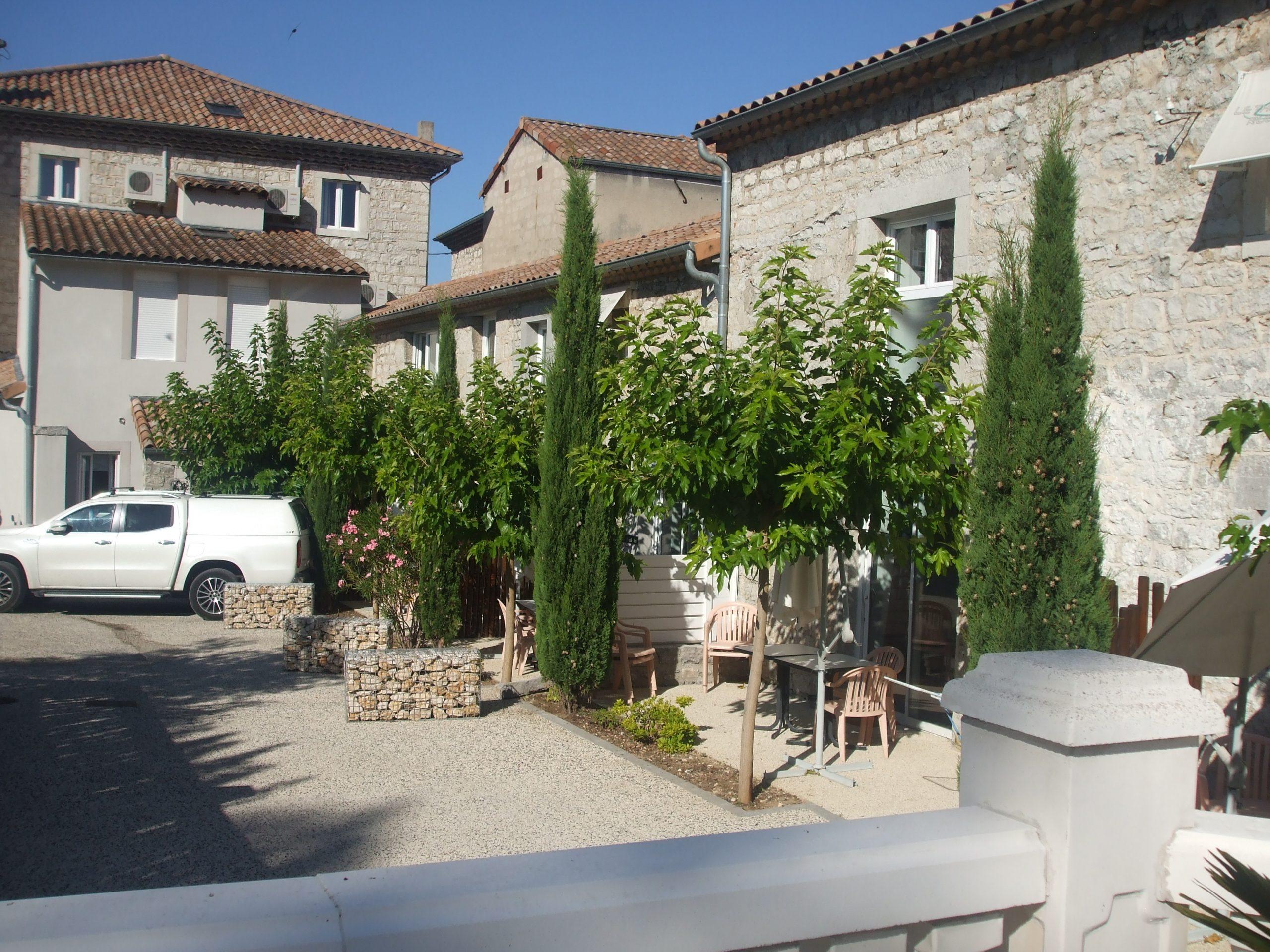 Murs et Fonds Hôtel/Restaurant avec licence IV, proche Vallon Pont d'Arc