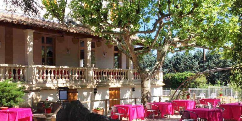 hotel restaurant jardin terrasse pont du gard